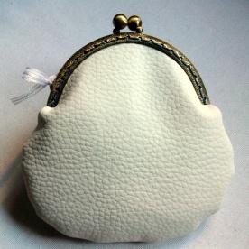 Monedero con boquilla en polipiel estampada modelo Hada - trasera en polipiel lisa color blanco